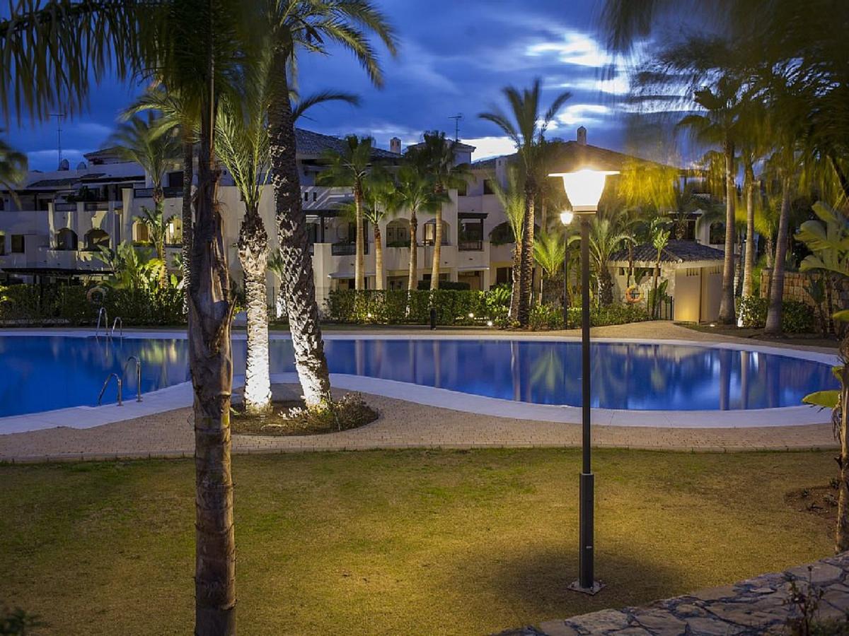 Marbella Banus Apartamento en Venta en Puerto Banús – R3454324