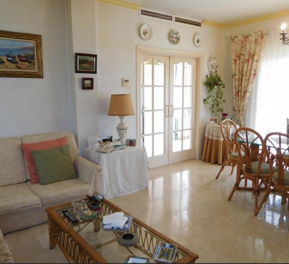 Villa con 4 Dormitorios en Venta Los Boliches