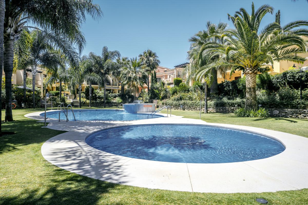 Marbella Banus Adosada en Venta en The Golden Mile – R3451843