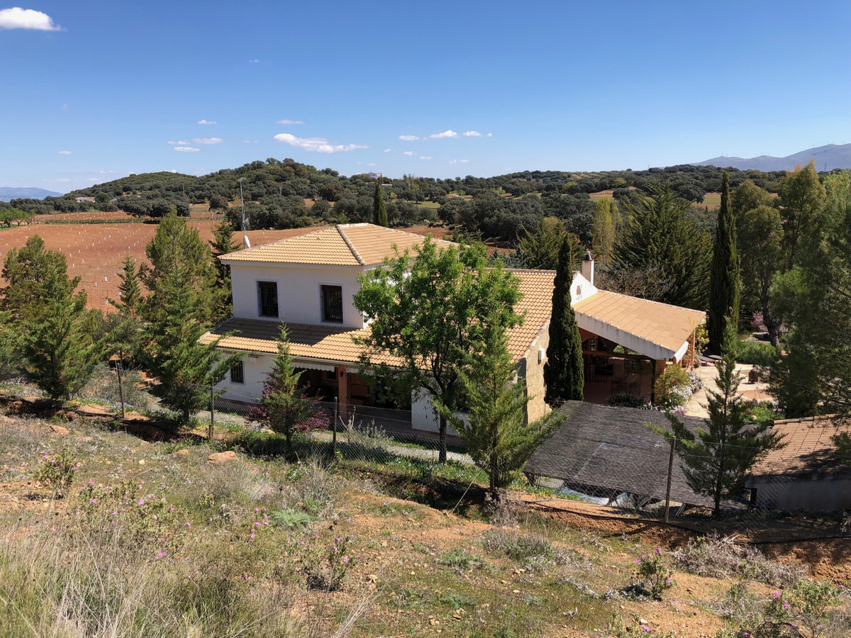Roxtar Estates are delighted to offer this contemporary and environmentally friendly rural Finca, se,Spain
