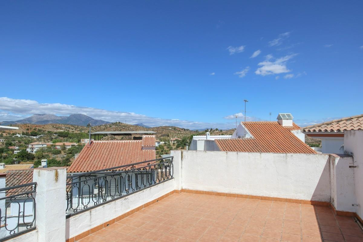 Townhouse in the very centre of Guaro  - Three bedrooms - Flat acccess - Roof terrace with lovely vi,Spain