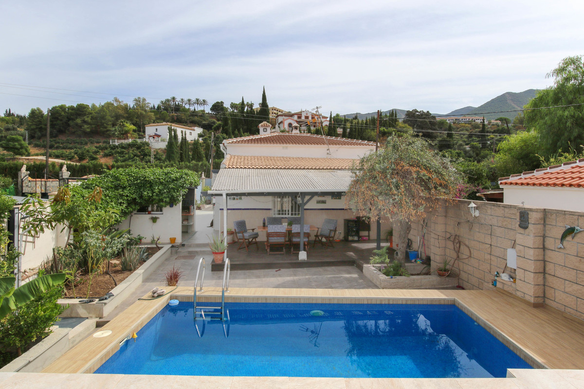 Detached Villa - WALKING DISTANCE TO TOWN.  .   Private plot .   Open panoramic views .   Move in re,Spain