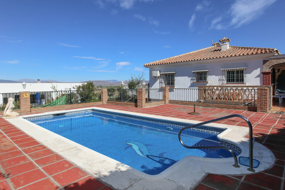 SPACIOUS Detached Villa.  SEPARATE Apartment.    TO INCLUDE FURNITURE.  .   WALKING DISTANCE to loca,Spain