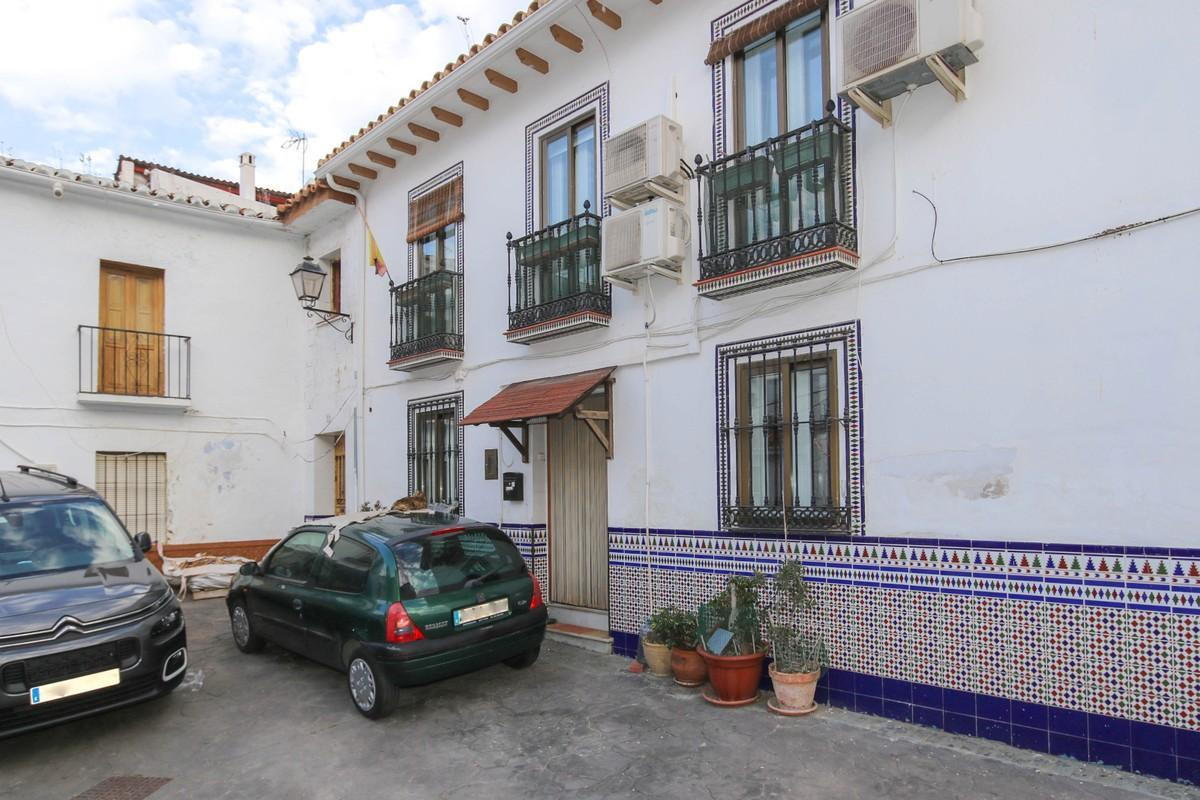 Townhouse with a GARAGE  .   Spacious property .   Outside space .   Private garage .   Large kitche,Spain