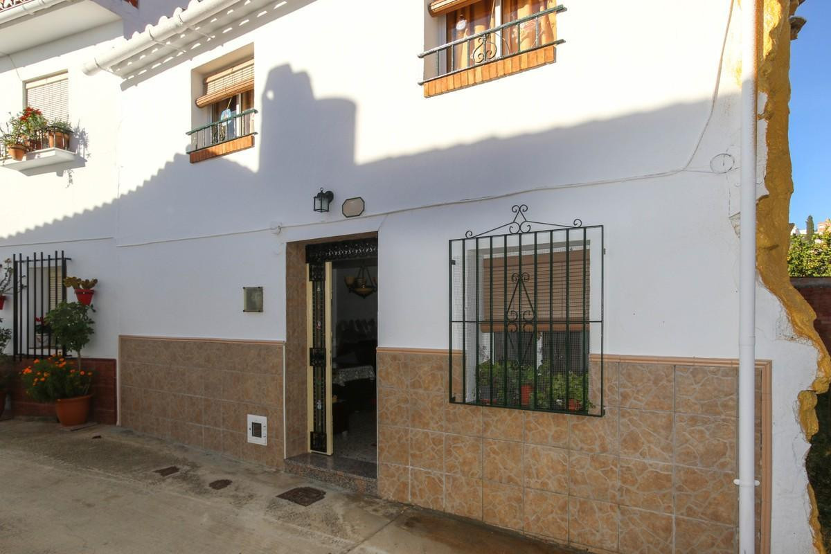 This charming 1950s townhouse is in very good condition and is Andalusian in style. It has 4 bedroom, Spain