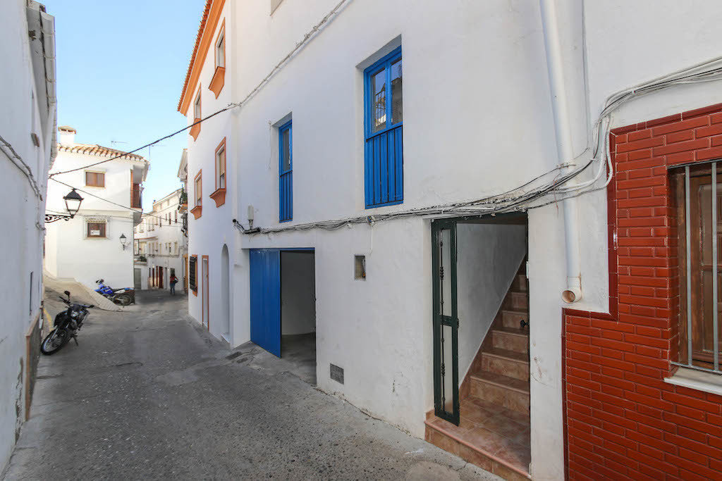 A townhouse with a garage and a stunning view.   Located in the pretty village of Casarabonela sits , Spain