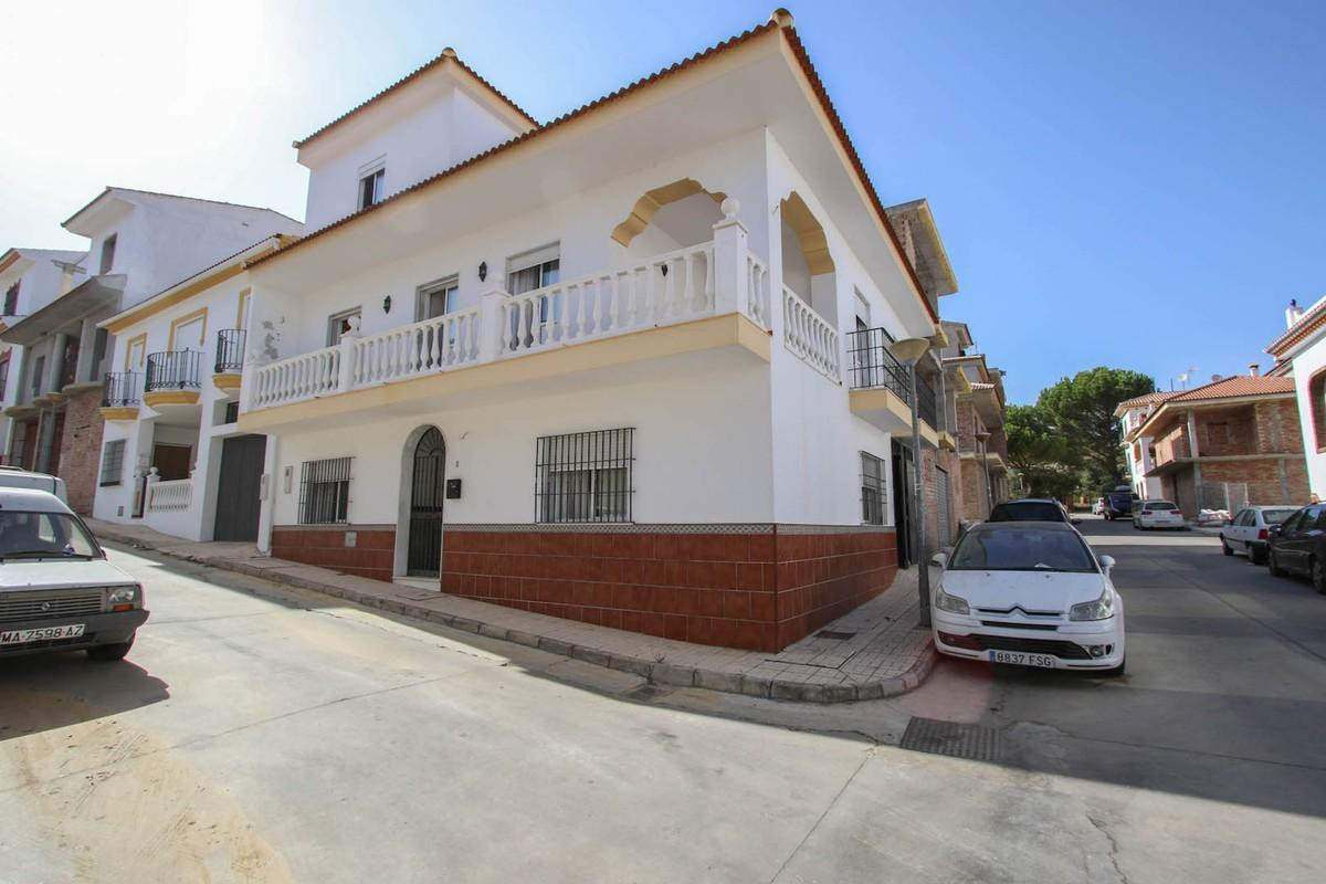 Townhouse for sale in Guaro R2751713