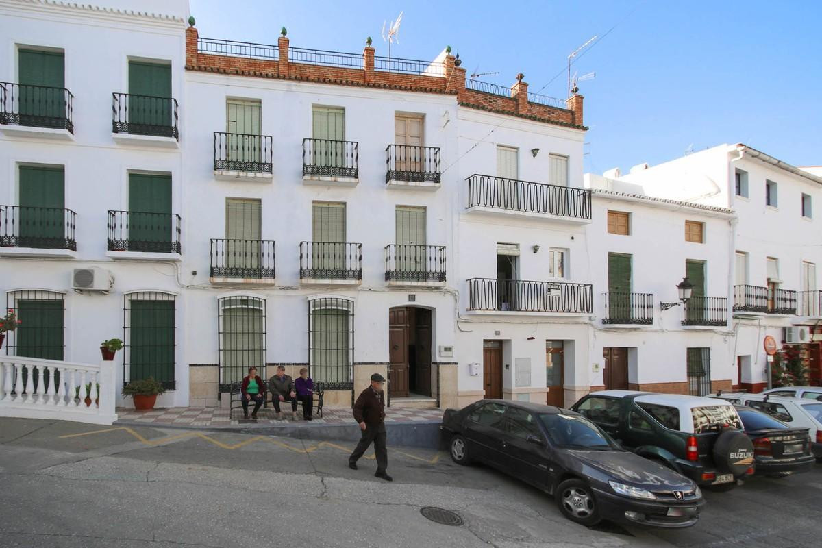 Incredible investment opportunity in one of the most privileged positions in Tolox.  - 4 Floors - Ou,Spain