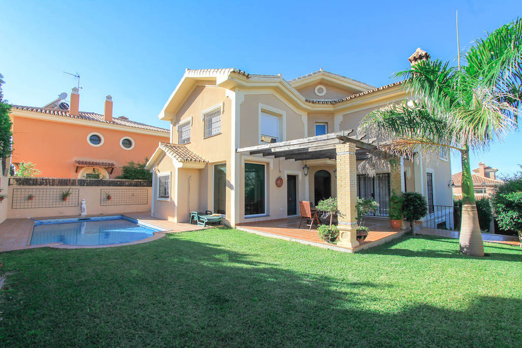 Detached villa  Ideal for large families, this incredibly spacious villa with a build size of nearly, Spain