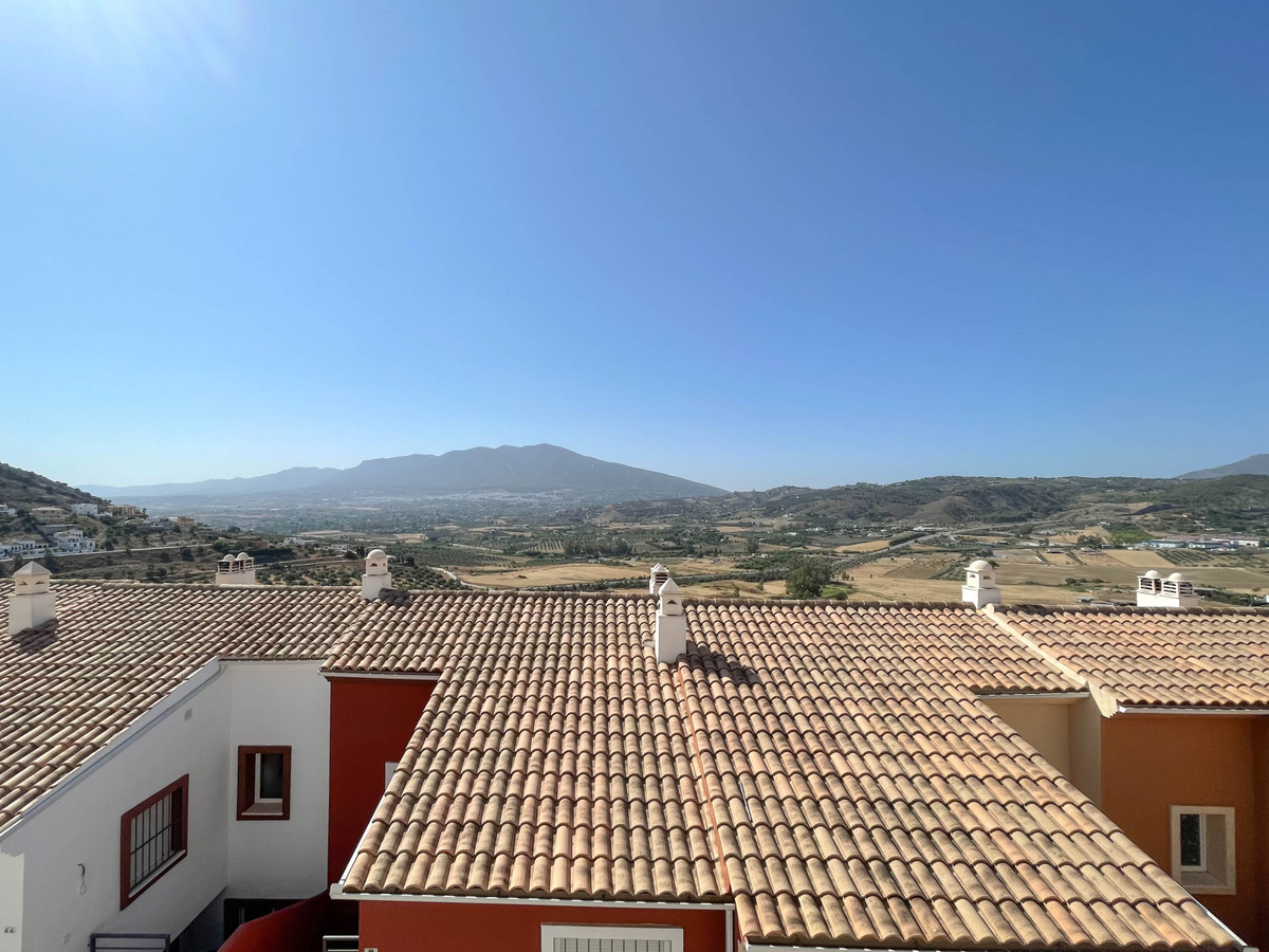 High Quality Townhouse in Coin  .   Short walk to many shops and restaurants .   2 car garage .   2 ,Spain