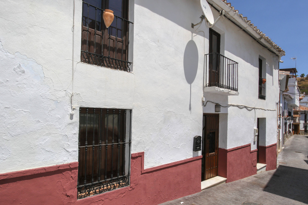 Large double fronted CORNER Town House  .   Spacious Property .   CHARACTER .   Loads of potential ., Spain