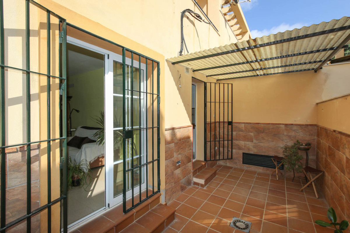 At just a 10 minute drive from Malaga city centre, this townhouse in Campanillas offers great locati, Spain