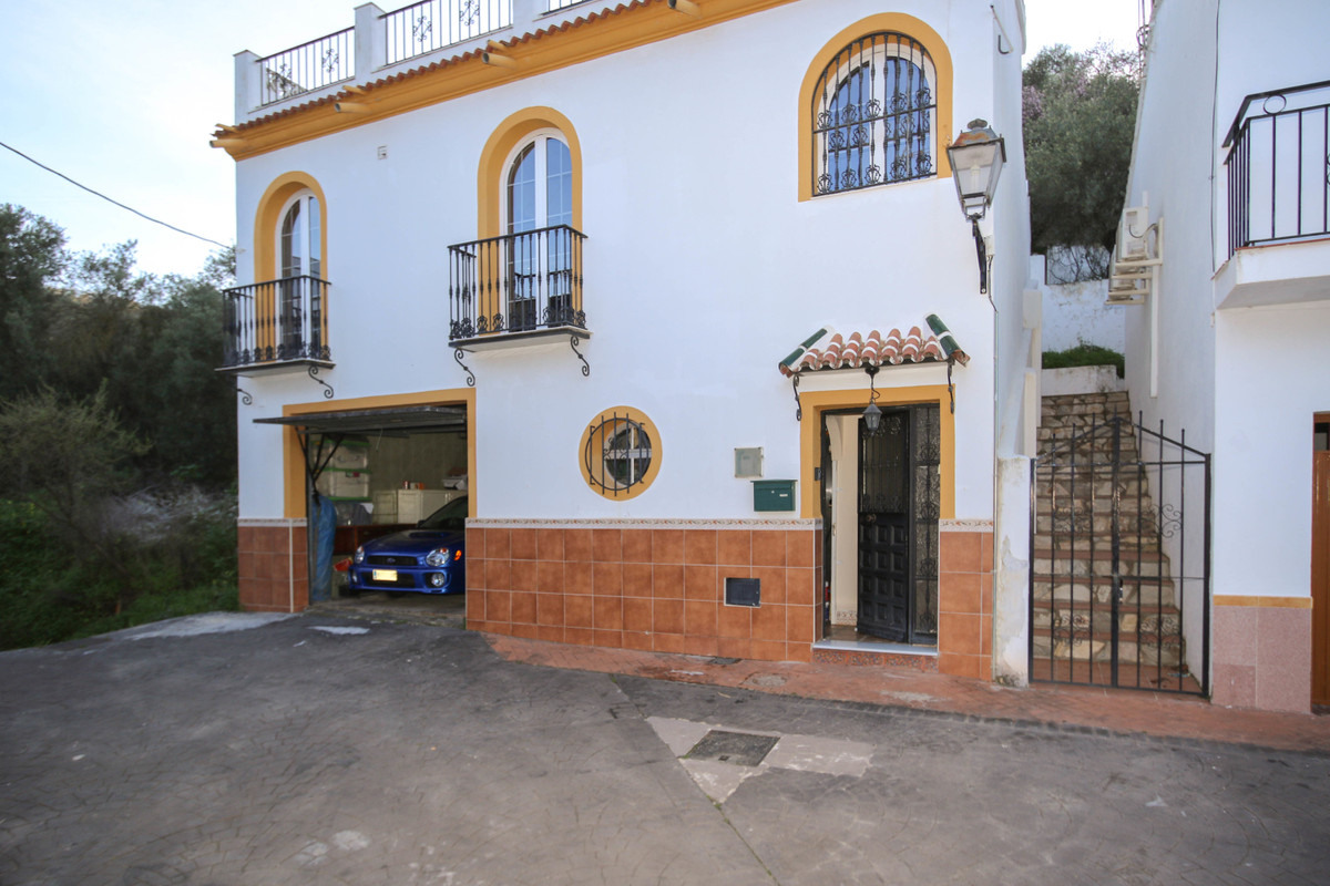 DETACHED Villa - Town House  .  Large Roof SOLARIUM 89m2 .  GARAGE .  Central Heating .  Partical Do, Spain