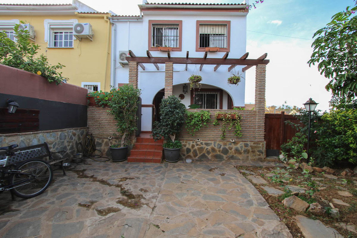 Semi-detached Villa in Ahaurin de la Torre with private pool.  As you enter the property there is pr,Spain