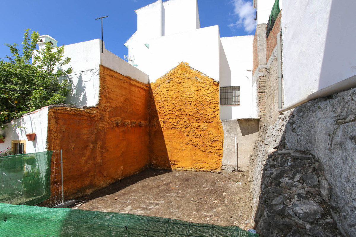 Residential plot in Ojen with planning permission.  A fantastic loaction on the central road of the , Spain