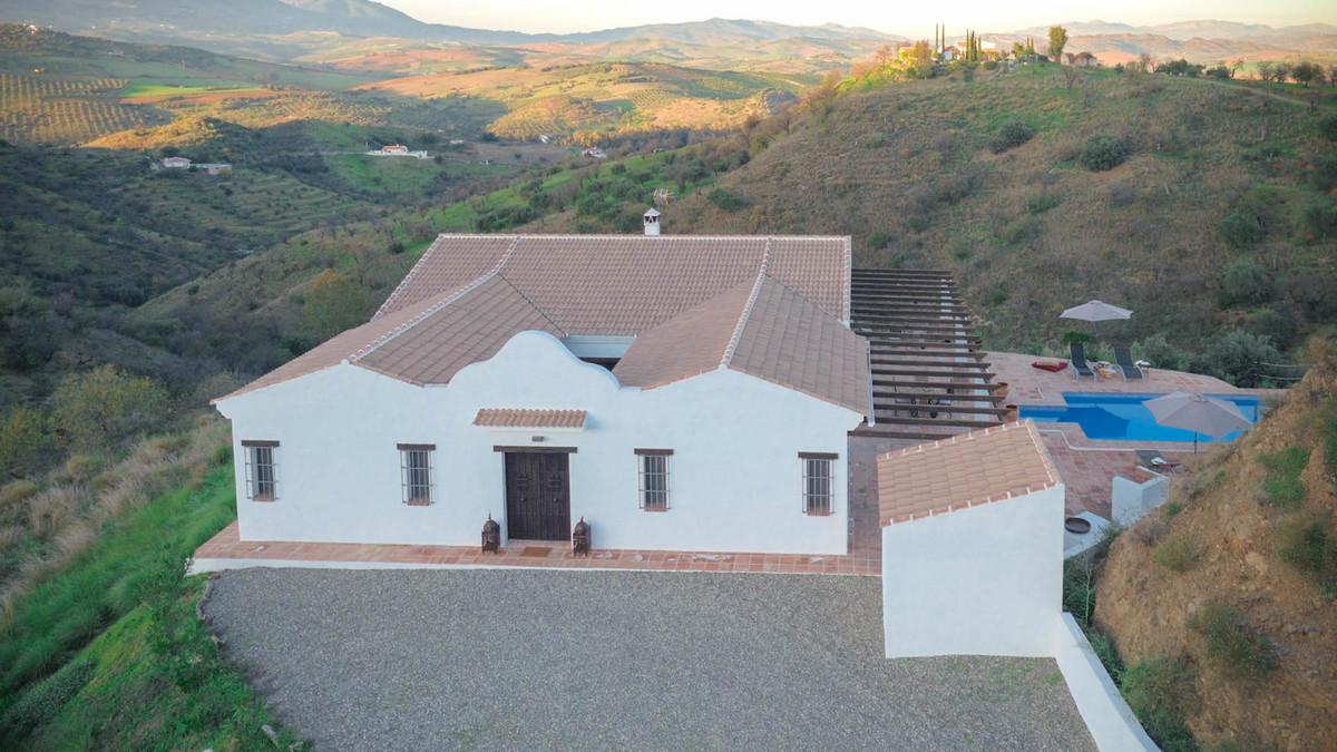 2 bedroom villa for sale guaro