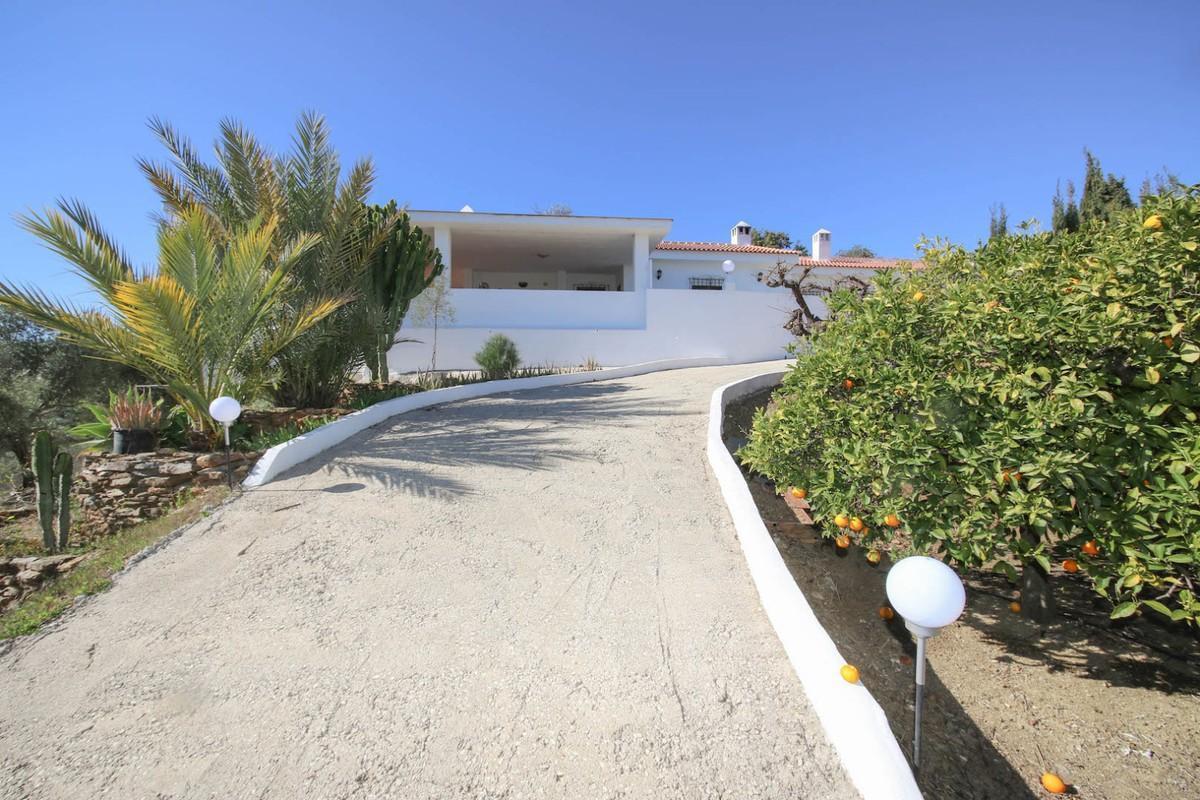 4 bedroom villa for sale guaro