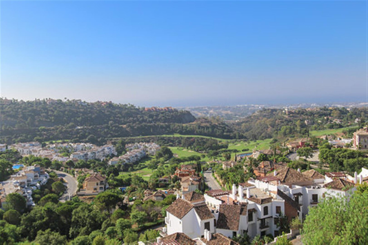 4 bedroom apartment for sale los arqueros