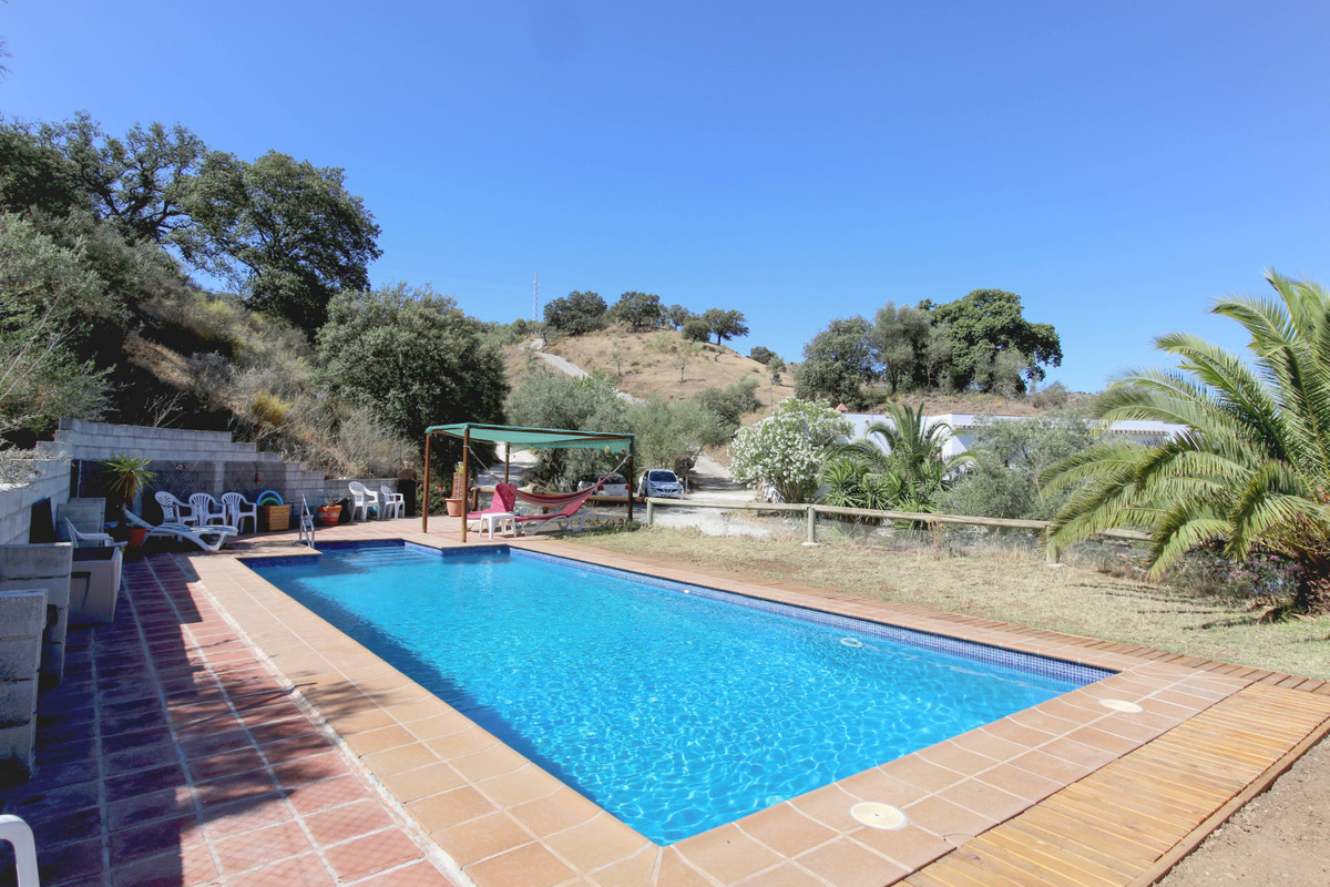 Successful Bed & Breakfast business  . 4 x Apartments . Pool  This rural tourism business close ,Spain