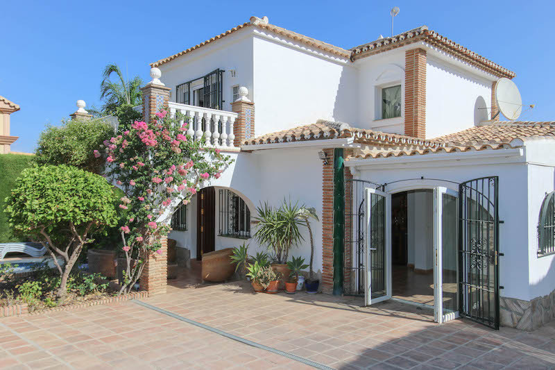 This well built and beautifully presented villa within easy walking distance of Alhaurin El Grande h, Spain