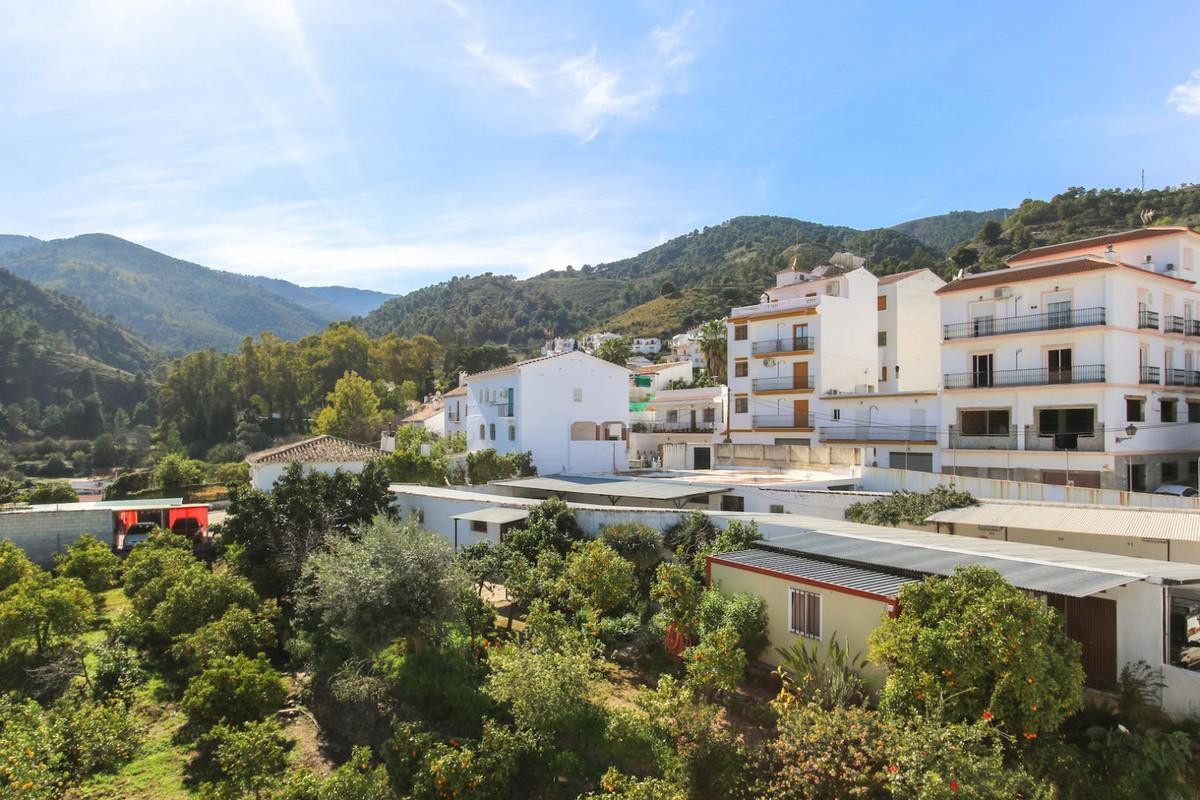 BUSINESS Opportunity  .   Apartment building .   INVESTMENT  .   Great location .   SPA Village .   , Spain