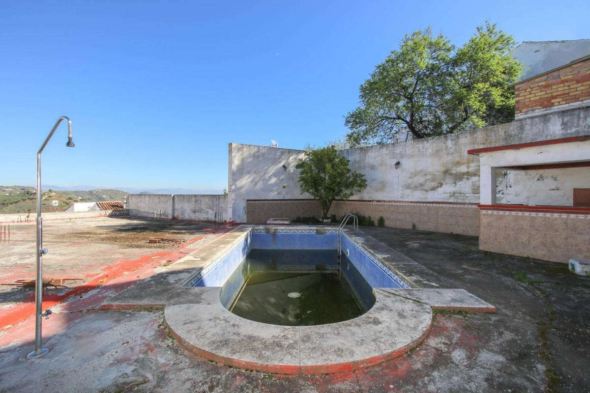 Incredibly LARGE WHAREHOUSE  .   Located in the popular village of Guaro .   Loads of potential .   , Spain