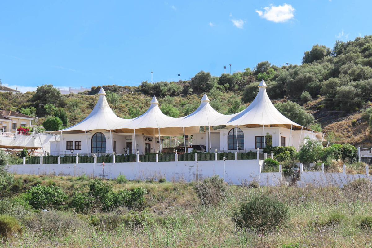 Restaurant AND Living Accoommdation  .   Fantastic BUSINESS Opportunity .   Impressive wind-shieldin, Spain