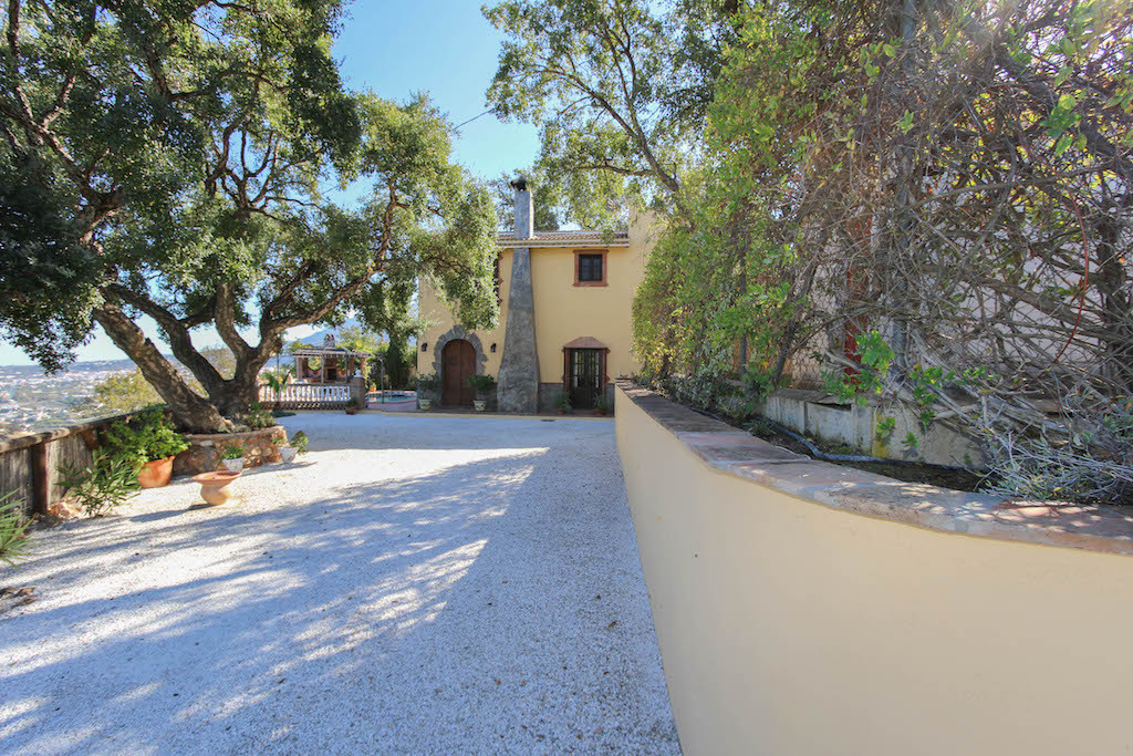VIEWS THAT TAKE YOUR BREATH AWAY  .   Private and Secluded .   Panoramic views .   Excellent build q, Spain