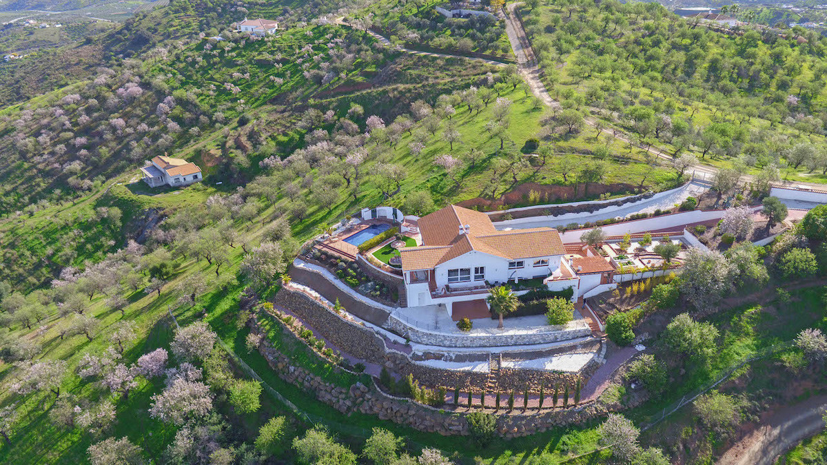 This modern villa is set in the heart of the Andalucian Countryside just a few minutes walk to the p,Spain
