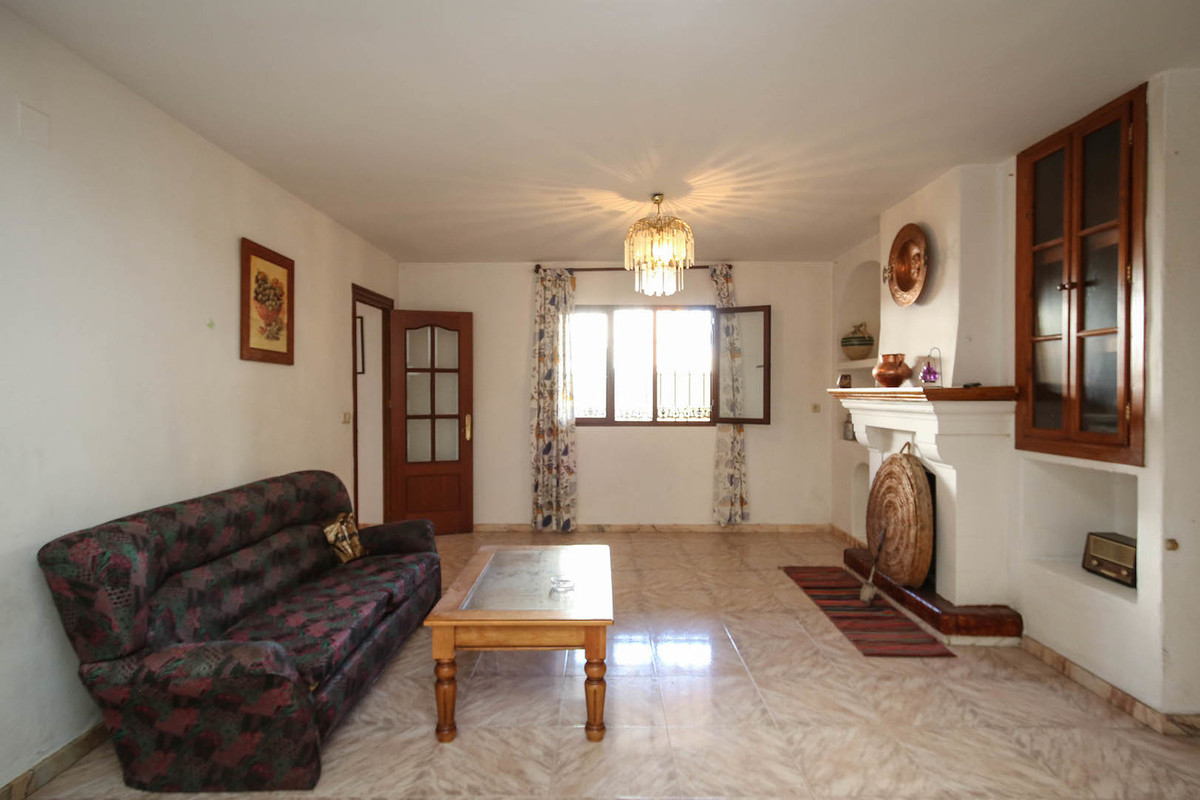 Townhouse with a pool walking distance to town.   This easy to maintaint property a stone's thr,Spain