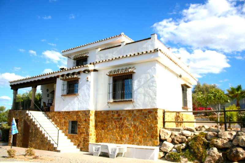 Detached Villa with stunning panoramic views.  This detached villa on the outskirts of Alhaurin El G,Spain