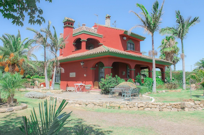 Beautiful character property on large plot of land full of mango, plum and Madagascan palm trees.   , Spain