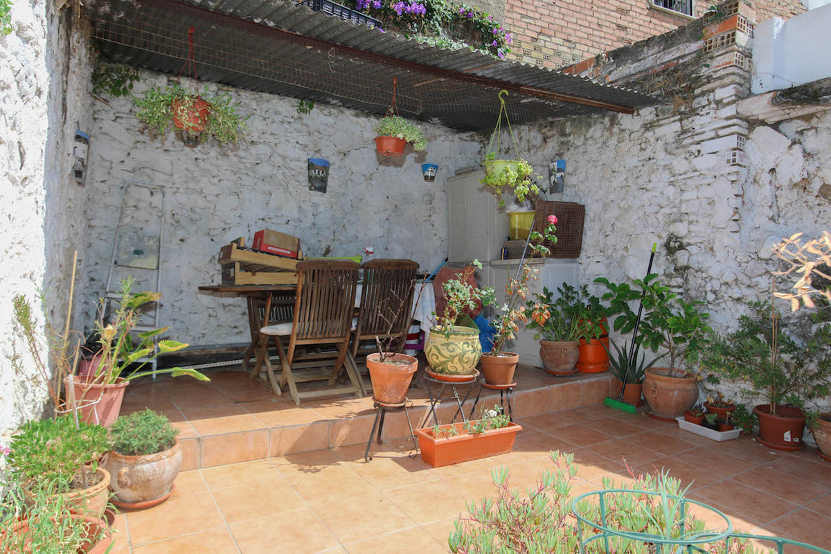 Townhouse in the centre of Cartama with TWO TERRACES.  This fully reformed townhouse is move-in read,Spain