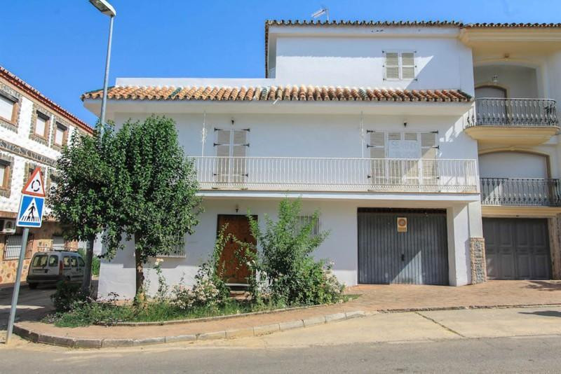 SPACIOUS Townhouse  .   High quality finish .   Roof SOLARIUM .   Close to many TAPAS Bars .   Near , Spain