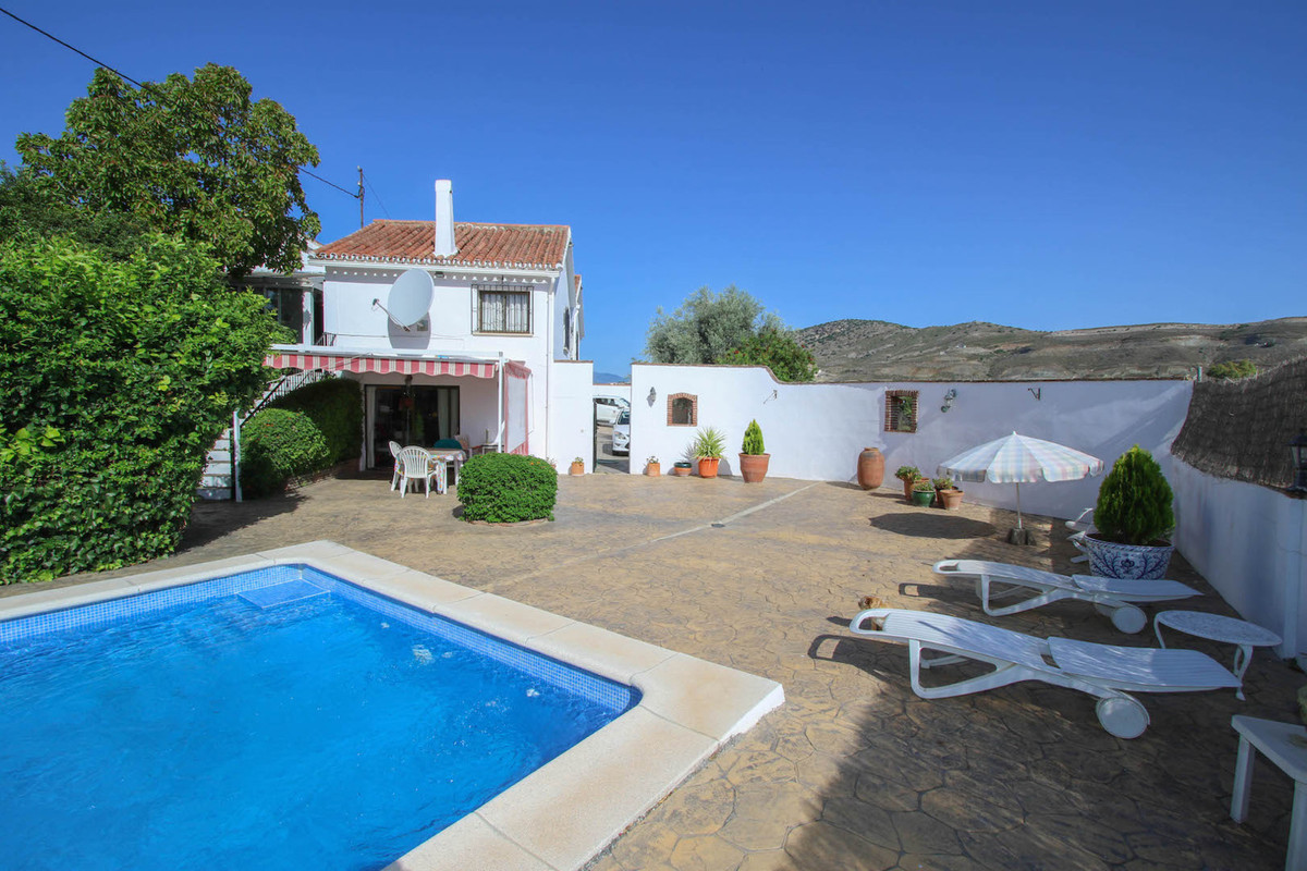 LOCATION, LOCATION, LOCATION  .  SEPARATE ACCOMMODATION .  Paddock .  Large Entertainment/Pool Area , Spain