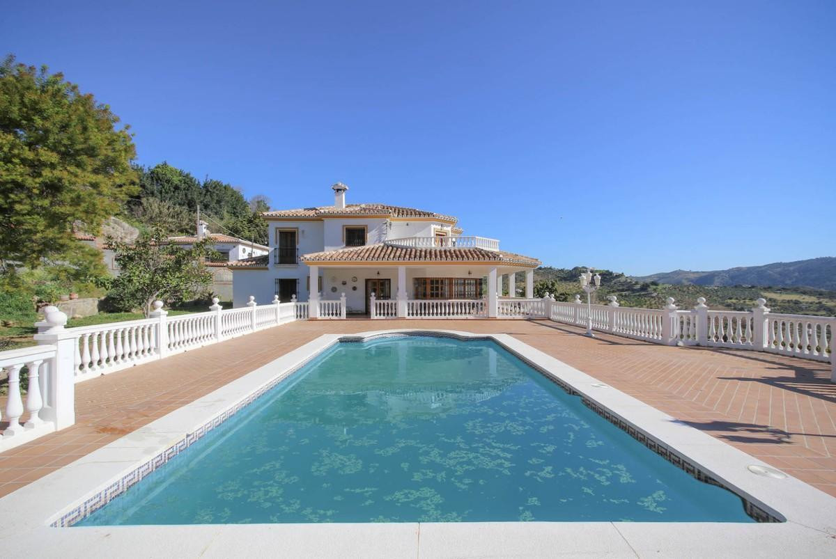 Impressive Detached Villa - Walking distance to town  .   A possibility of Rural Tourism .   Fabulou, Spain
