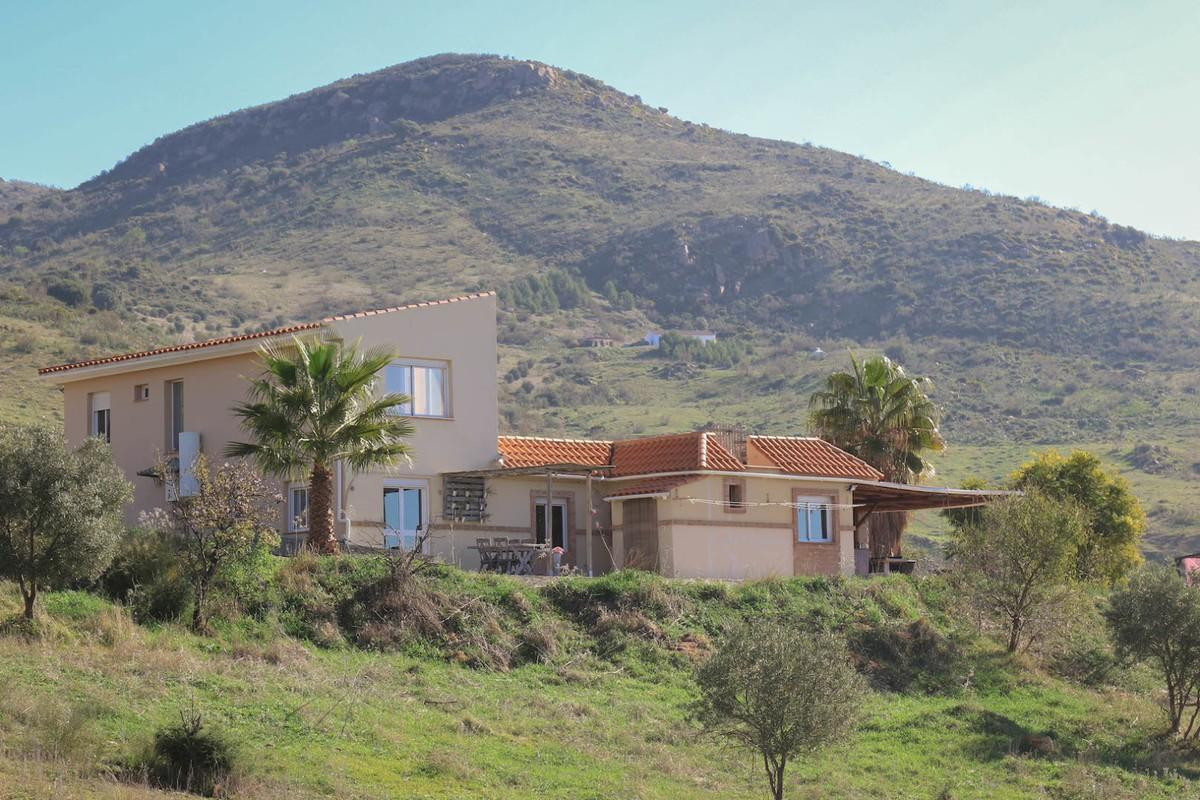 AMAZING VIEWS  .   Loads of space .   Stables .   Tranquil  This large property in Alora is currentl,Spain