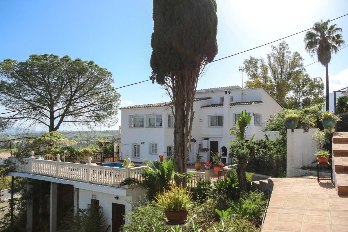 Detached Villa suitable for holiday rentals. Three separate living accommodations.   In an UNBEATABL, Spain