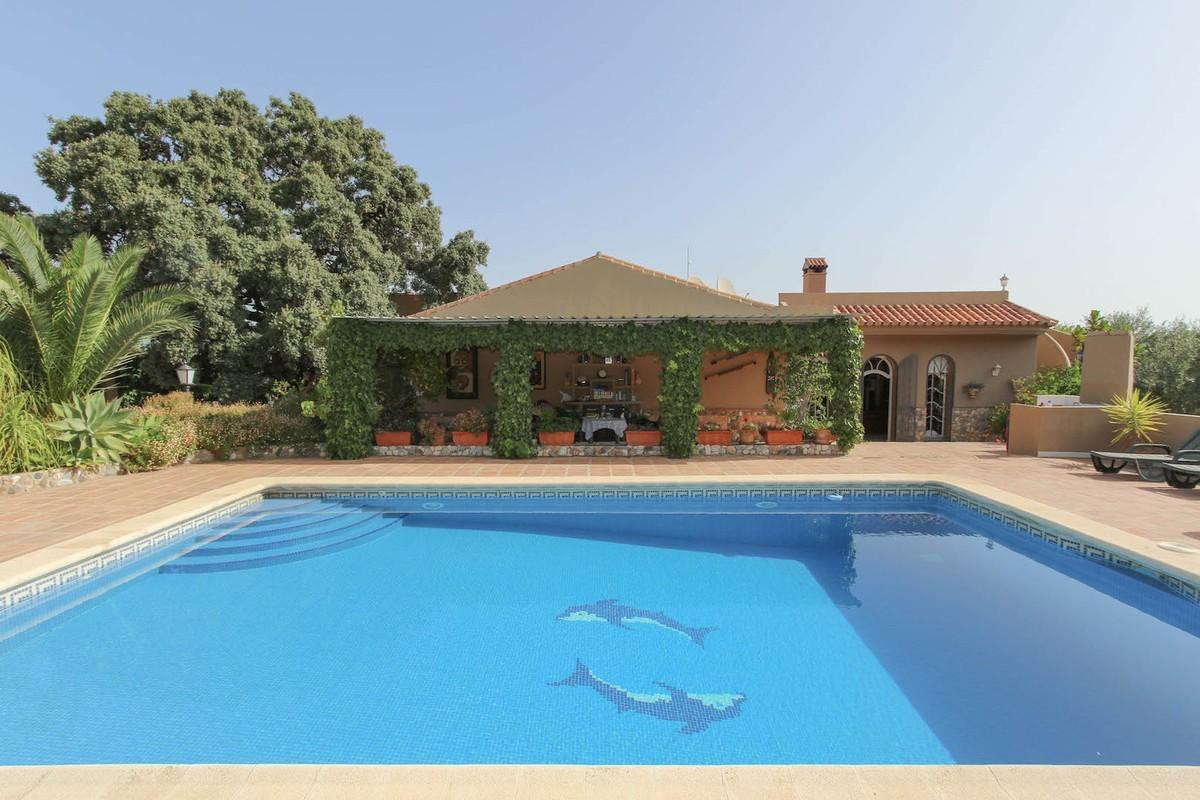 FOR SALE FINCA 4700 SQM WITH 2 HOUSES AND 2 APARTMENTS AND SWIMMING POOL  The finca consists of 2 si, Spain