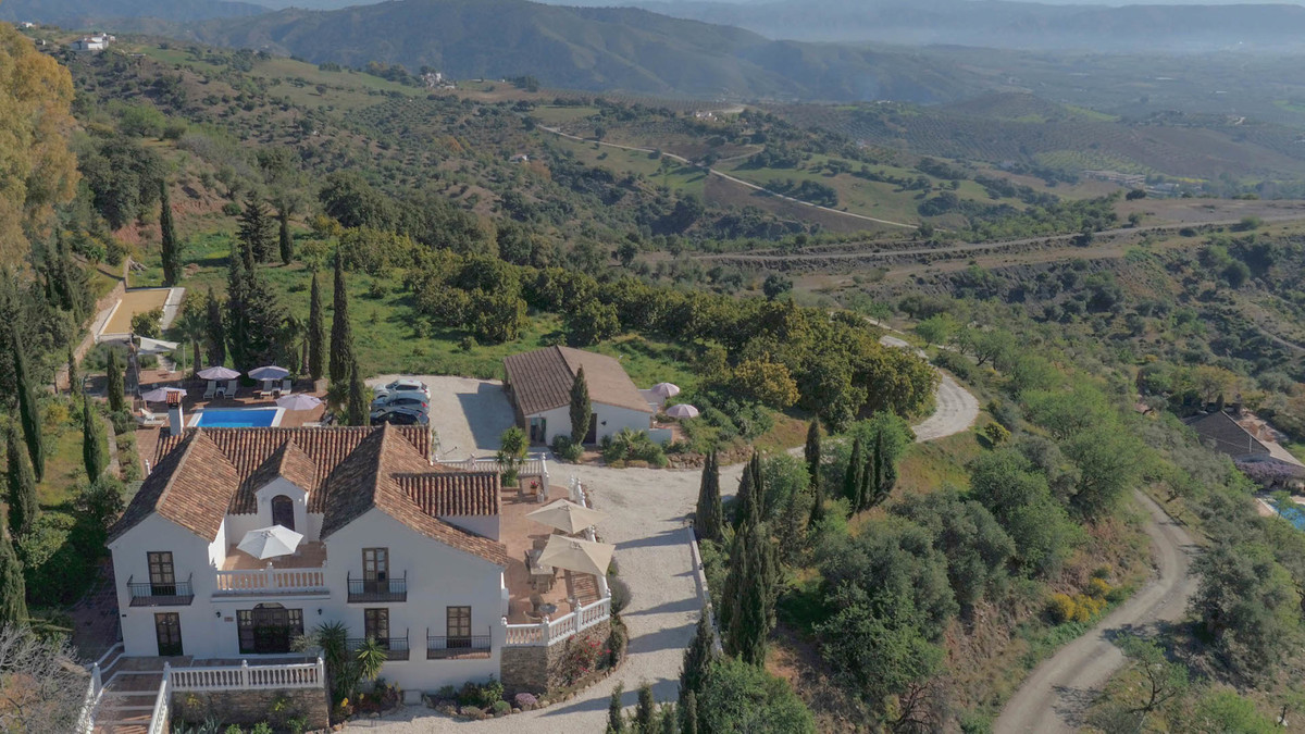 - Immaculate property - Suitable for Rural Tourism - Panoramic views - Country setting  Nestled in t,Spain