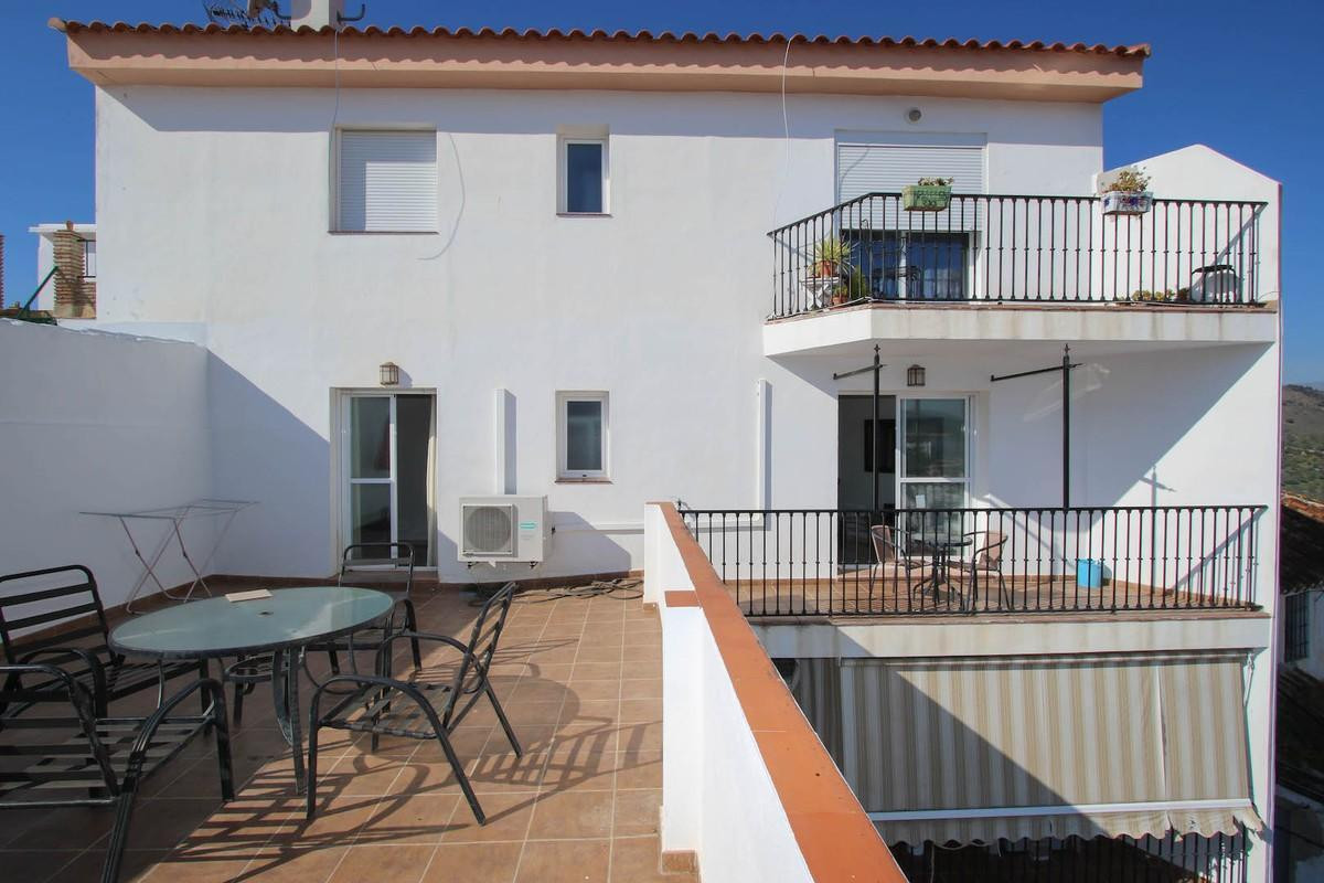 MODERN  .   Fantastic Outdoor space .   Lovely views .   Near Public Transport .   Lock and leave . ,Spain