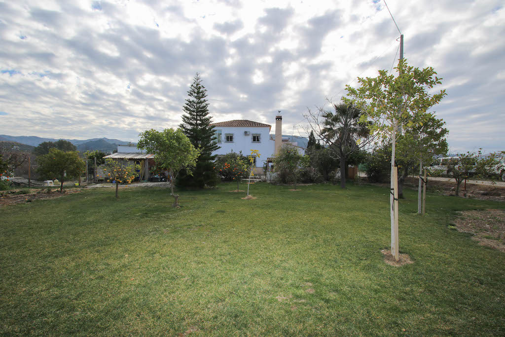 Charming Country Finca  .  Flat land for horses, veggies and chickens .  Lovely mountain views .  GoSpain