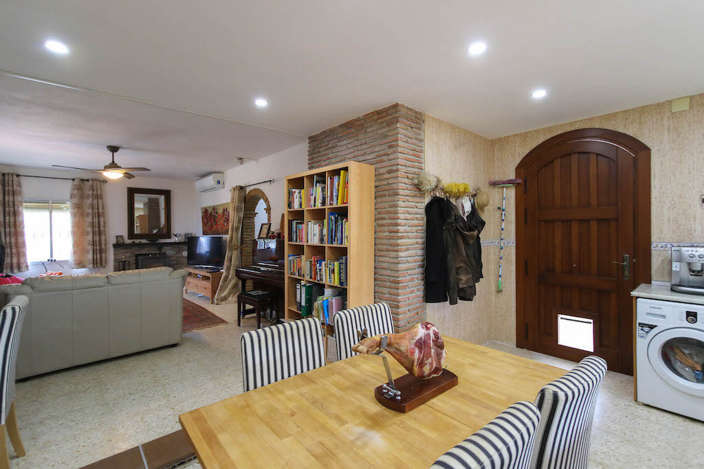 House in Alora R3101047 13