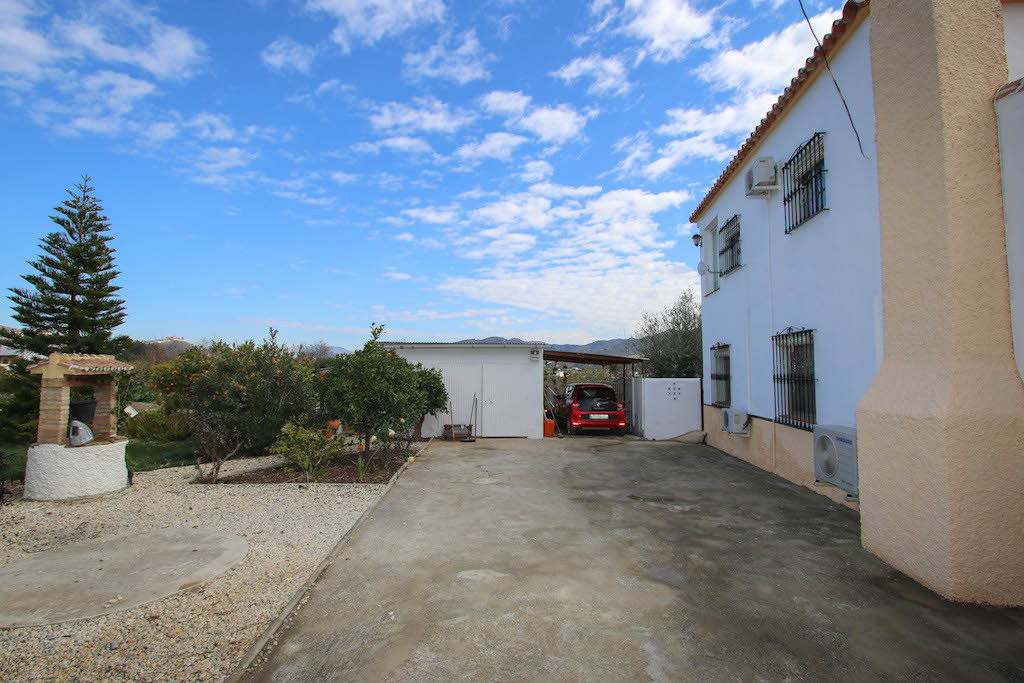 House in Alora R3101047 42