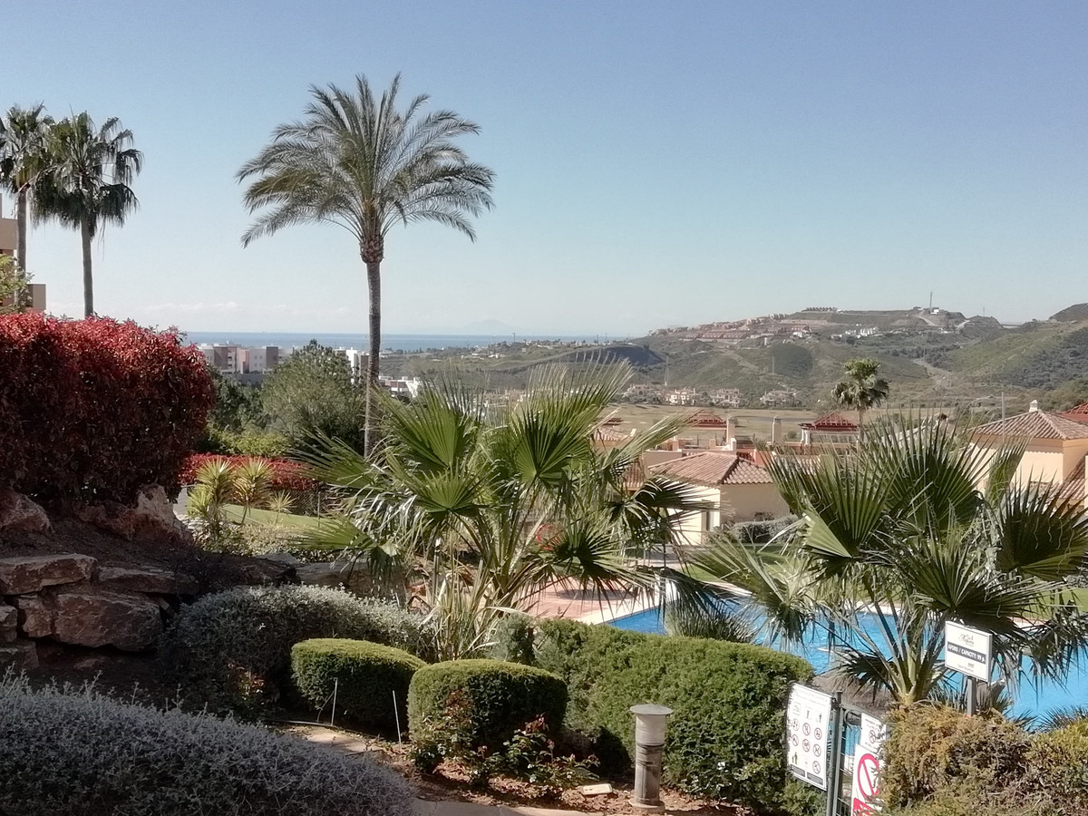 We are very please to present to you this 3 bedroom well equipped ground floor apartment. It is with, Spain