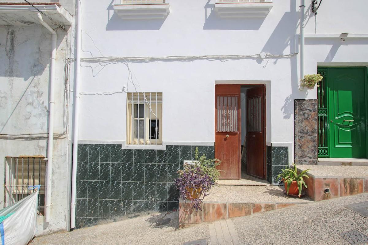 3 Bedroom Townhouse for sale Alozaina