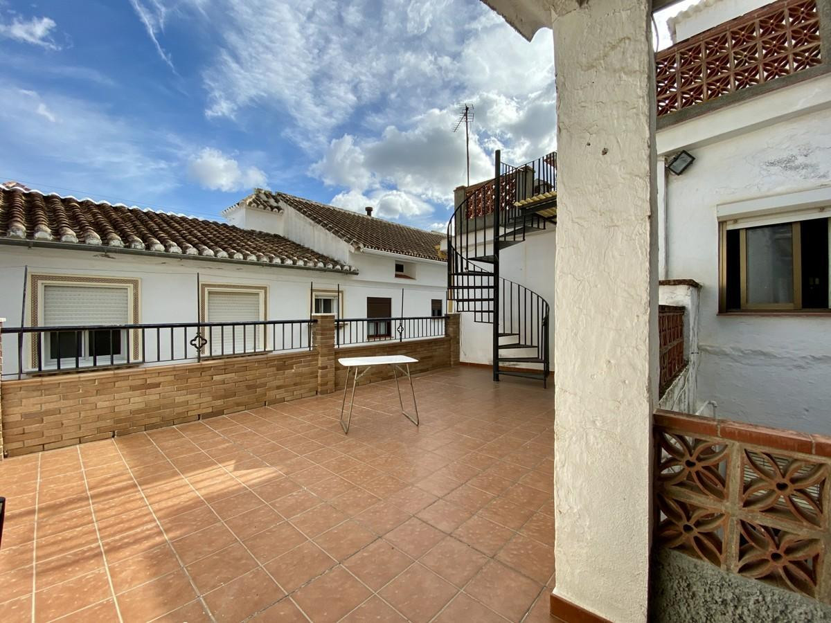 Large townhouse with great access in Casarabonela.  Boasting plently of outside space, this two stor Spain