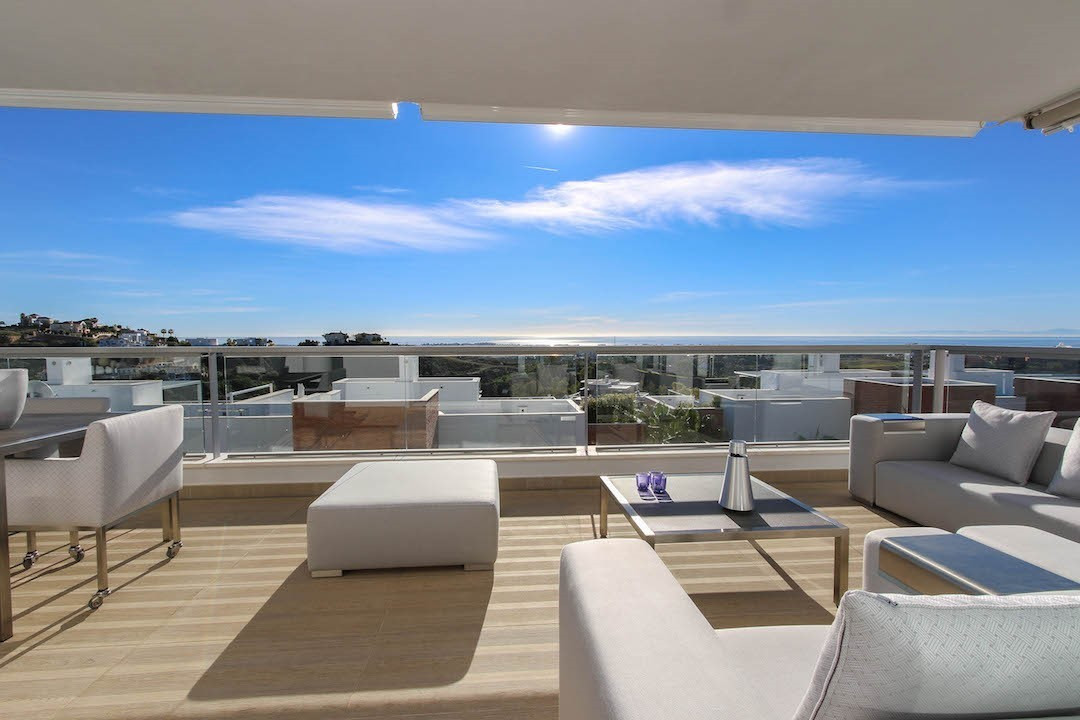 Brand new quality apartment with panoramic views (see, golf and mountains). This apartment is locate,Spain