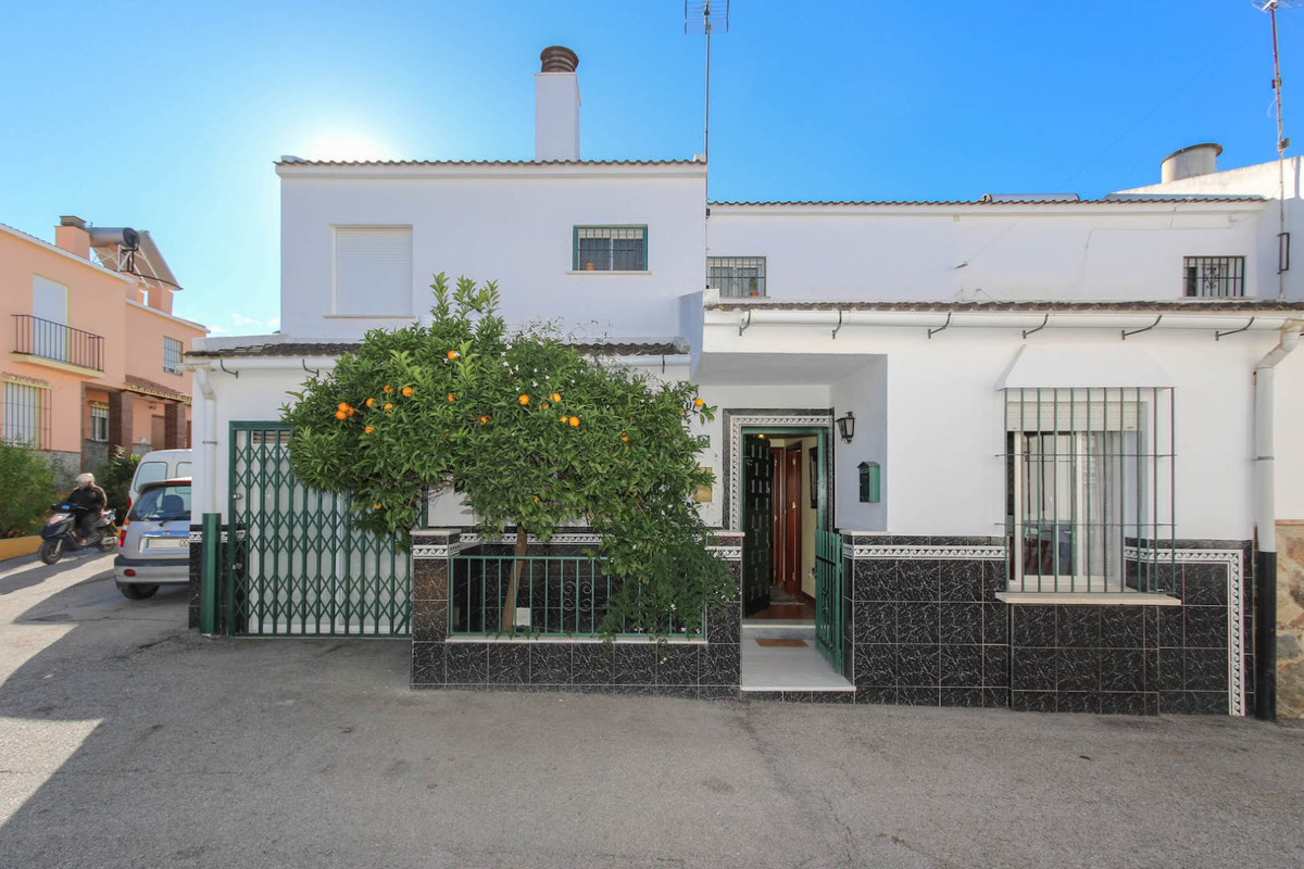 CORNER Town House  .   Great selection of RESTAURANTS near by .   TRADITIONAL Spanish Environment . ,Spain