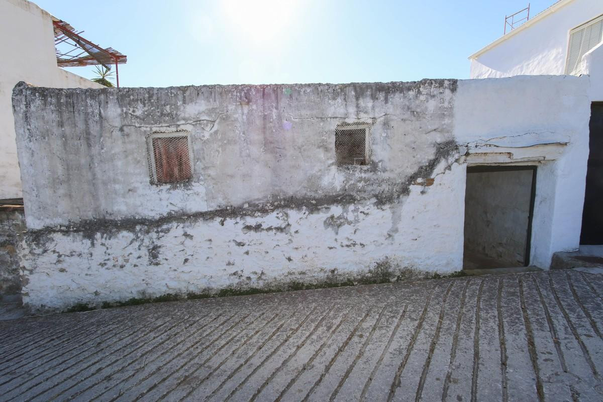 Old Pig Shed TO REFORM  .   Lovely views .   Walking distance to the SPA village .   Close to lots o,Spain